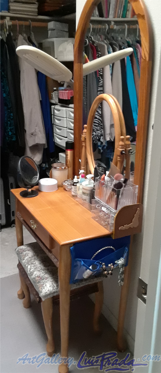 Dressing Table Back Stops in Place, Final - Topes Posteriores del Tocador Colocados, Finalizado