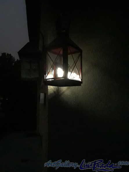 solar_lamp_turned_on1.jpg